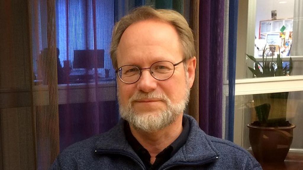 الطبيب ليف دوتفال من مركز الوقاية من الامراض المعدية. صورة: الاذاعة السويدية