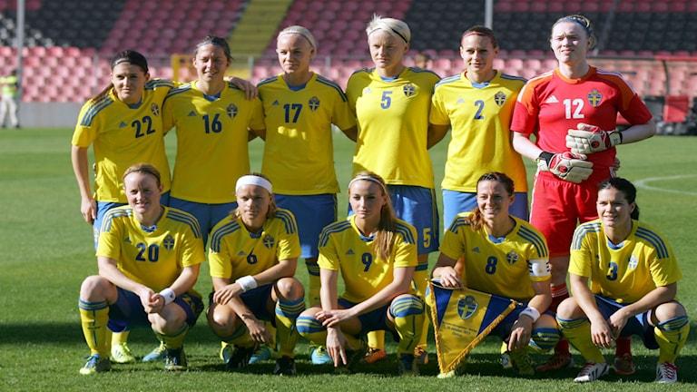 في الصورة المنتخب السويدي لكرة القدم للسيدات المشارك في نهائيات كأس العالم التي ستنطلق يوم الأحد في كندا