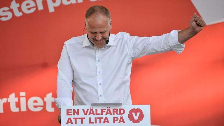 يوناس خوستيدت رئيس حزب اليسار أثناء مداخلته في المدالن 2015