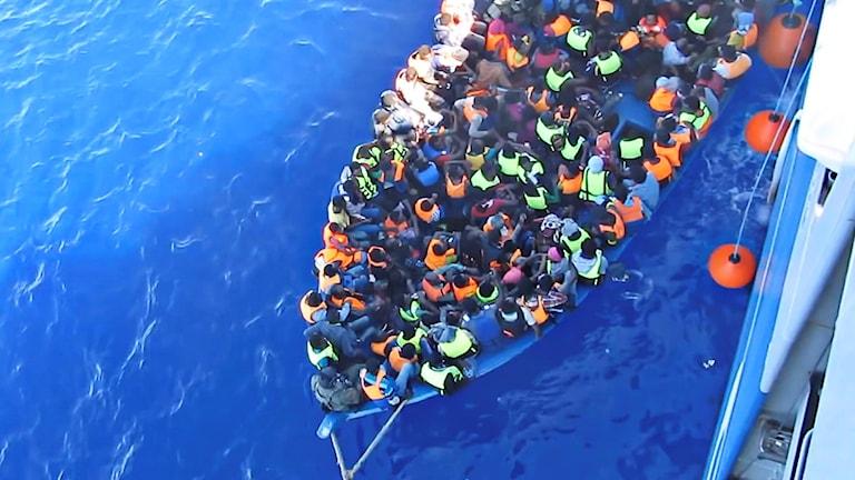 سفينة البحرية السويدية بوسيدون تنفذ عمليات الإنقاذ في الأبيض المتوسط
