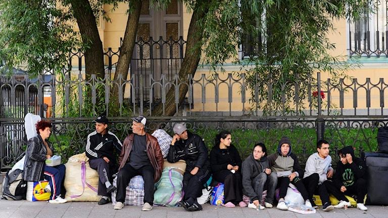 بلغاريون بجانب السفارة البلغارية في ستوكهولم