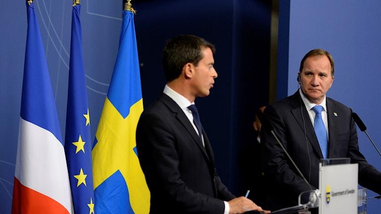 رئيس الوزراء السويدي ستيفان لوفين ونظيره الفرنسي مانويل فالس، في مؤتمر صحفي في ستوكهولم