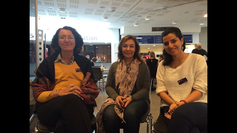 Arabiska barnförfattare, Yara Bamieh,Samar Mahfuz och Tagreed An Najar, på Gg mässan, foto:Talib Yass/SR