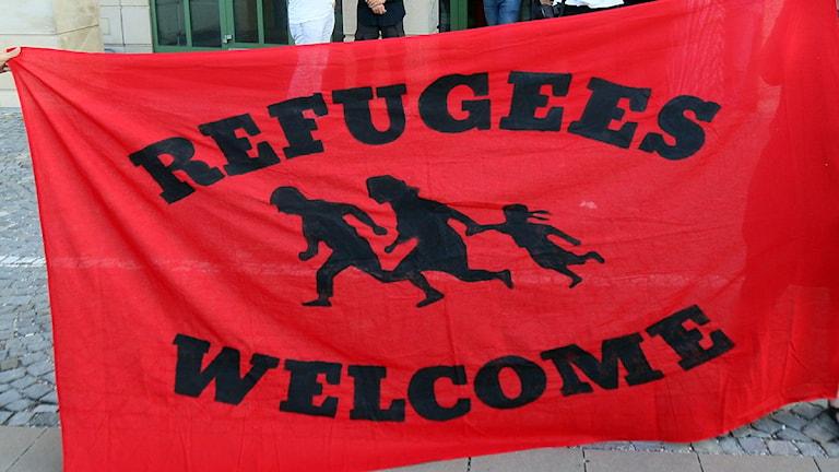 إحدى لافتات منظمة Refugees Welcome  ضمن مظاهرة للترحيب باللاجئين