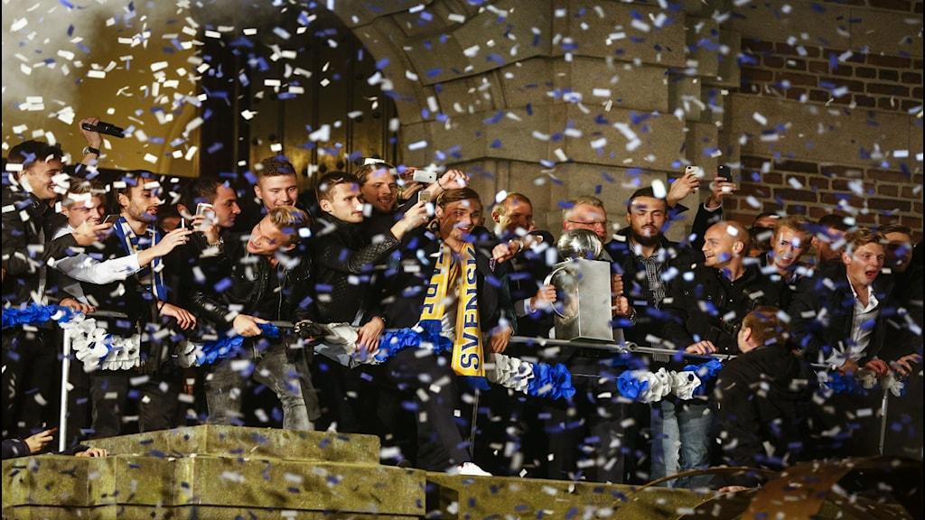 جانب من إحتفالات نورشوبينغ بعد الفوز بدرع الدوري / صورة ستيفان يريفونغ TT