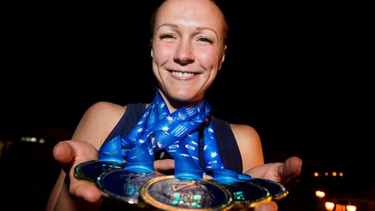 سارة خوستروم تحصل على ثلاث ذهبيات وفضية في بطولة الأمم الأوربية للسباحة