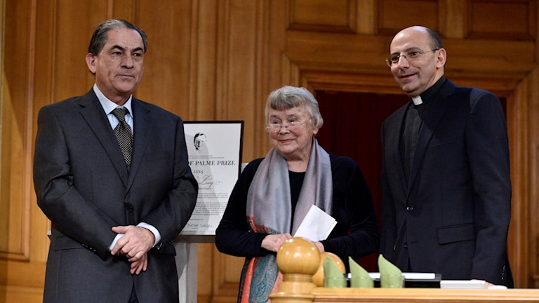 من اليمين: ميتري راهب، ليزبيت بالمي وجدعون ليفي. بعدسة كلاوديو بريسكياني.