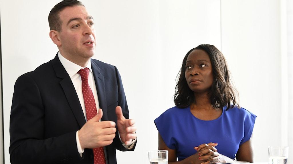 Liberalernas skolpolitiska talesperson Roger Haddad och partiledare Nyamko Sabuni (L).