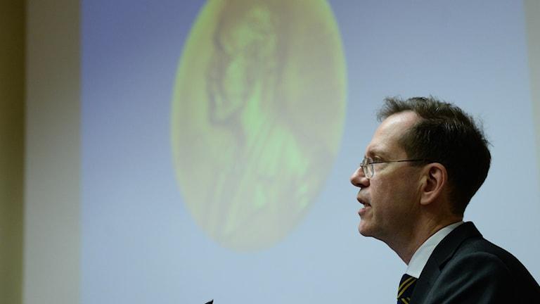 أوربان لندال، سكرتير مجلس نوبل في معهد كارولينسكا وعضو لجنة نوبل للطب أو الفيزيولوجيا.