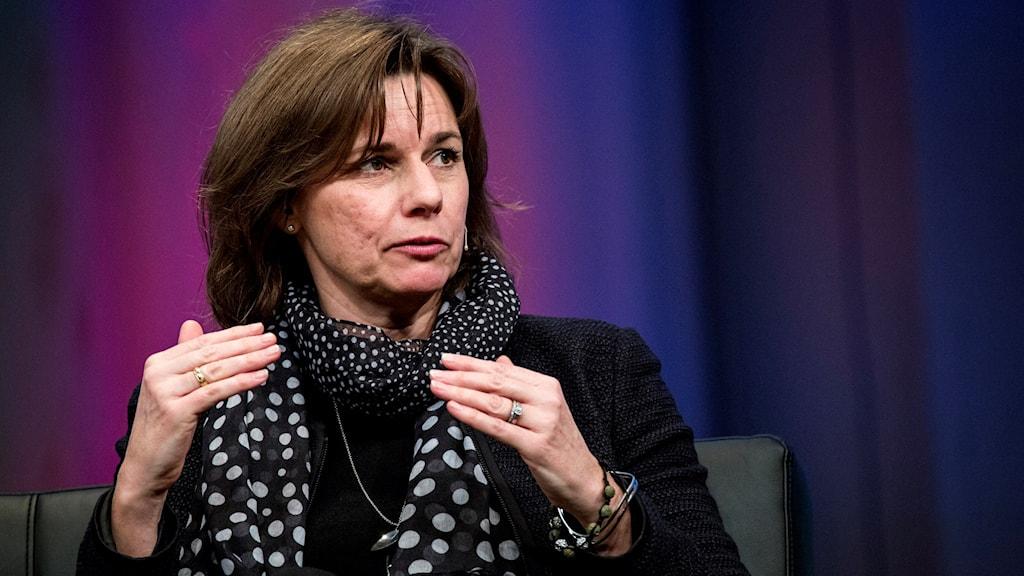 وزيرة المعونات الخارجية إيزابيلا لوفين