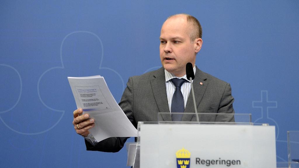 وزير الهجرة السويدي مورغان يوهانسون.