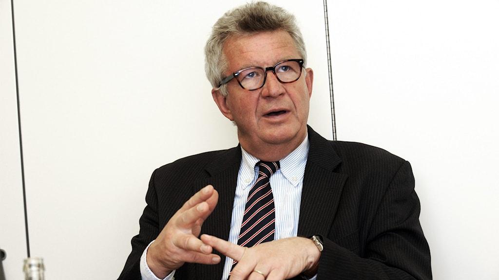 يوهان غيساكى، البروفسور المختّص في الأمراض المعدية وعلم الأوبئة،
