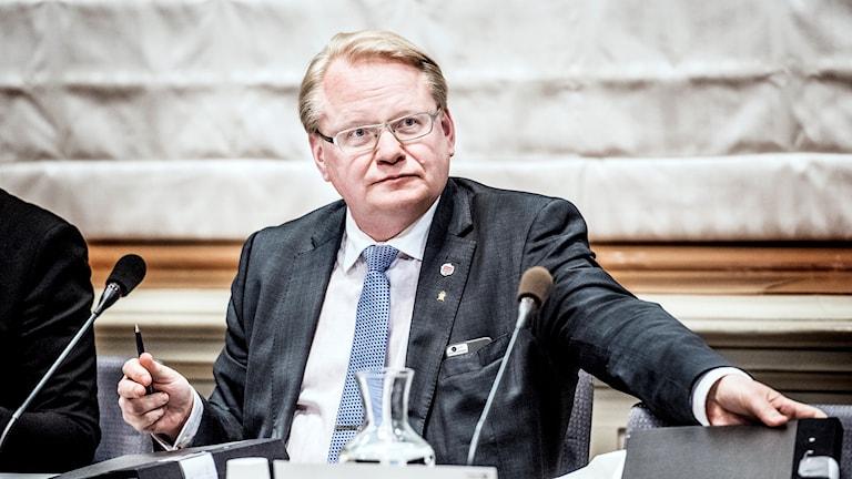 وزير الدفاع السويدي بيتر هولتكتفيست.