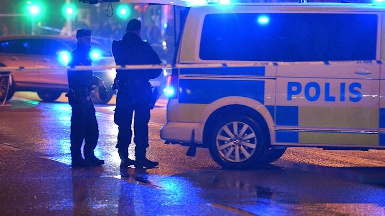 poliser, polisbil, avspärrning