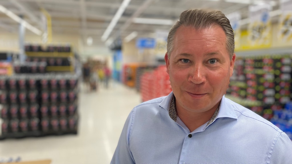 Johan Svensson, vd för EuroCash, inne i deras butik