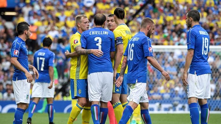 من مباراة السويد وإيطاليا في كأس أوروبا 2016