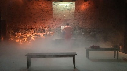 مشهد من الفصل الثاني (قاعة الحمَّام)