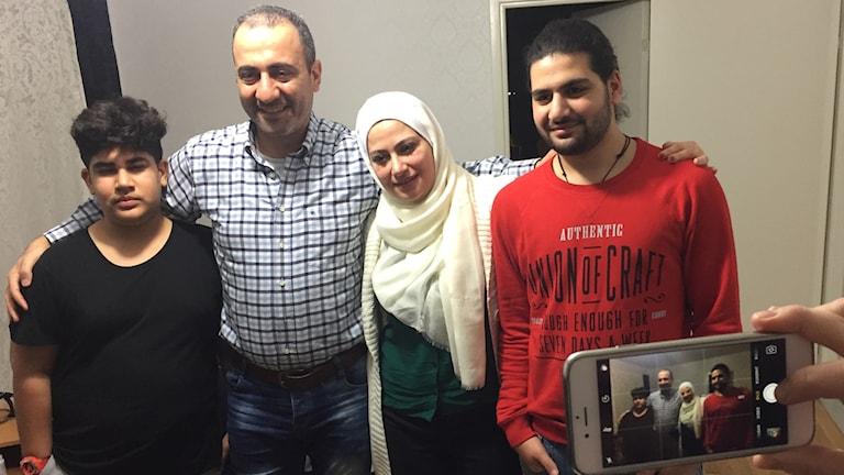 Familjen i Norrköping. från v sonen Nawar Deshli, pappan Najwan, mamma Lubna Mousa, och sonen Nader