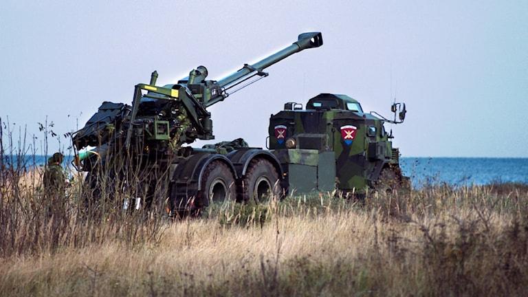 Karelin är en Haubits FH 77 B från Bofors, monterat på ett bepansrat dumperschassi.