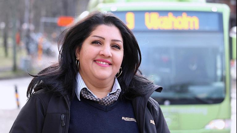 علياء موزام من مدينة ليسيبو تعمل سائقة حافلة