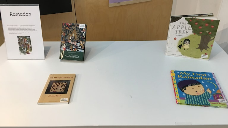 إصدارات قليلة على طاولة التيمة في مكتبة شيستا بسبب الإقبال على كتب رمضان والإسلام