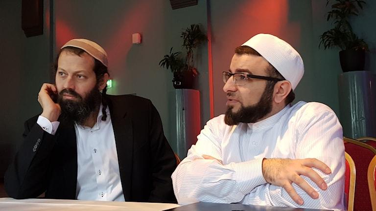 الإمام صلاح الدين بركات والحاخام موشي دافيد هاكوهين.