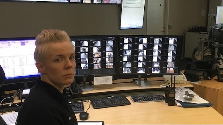 أميلي بيترسون من مركز الاتصالات الأمنية صورة:  Henrika Åkerman/SR.