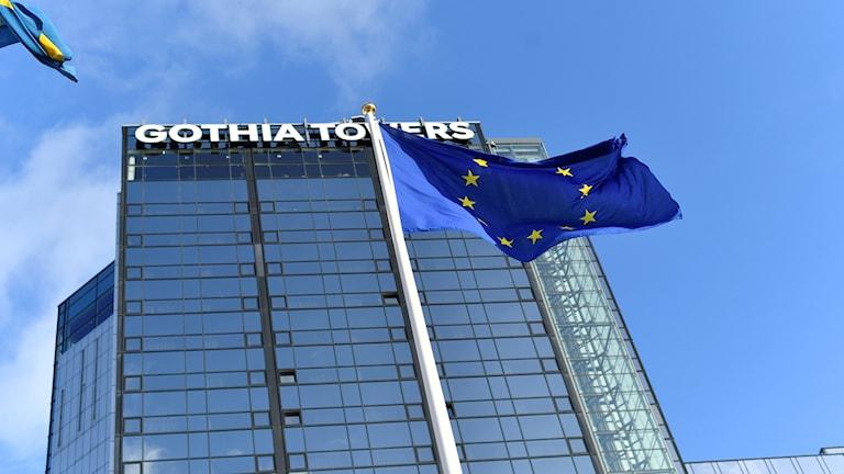 Avspärrningar plockas bort runt Gothia Towers i Göteborg i samband med EU:S toppmöte för rättvisa jobb och tillväxt.