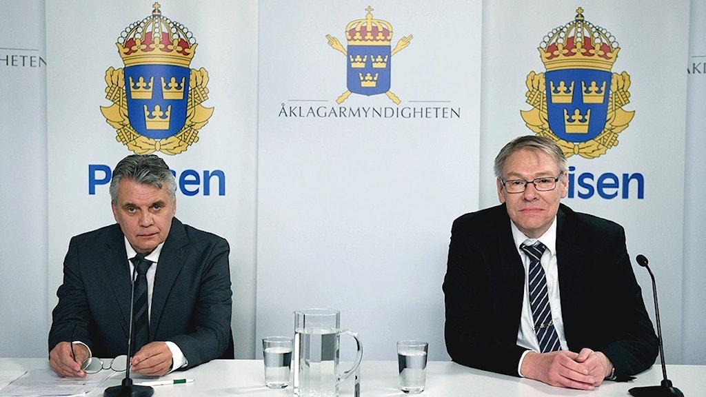 Spaningsledare Hans Melander och chefsåklagare Krister Petersson håller digital pressträff om Palmeutredningen.