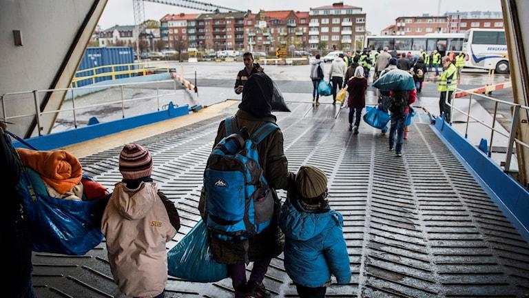 أطفال لاجئون.