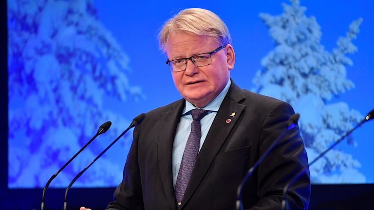 وزير الدفاع السويدي بيتر هولتكفيست.