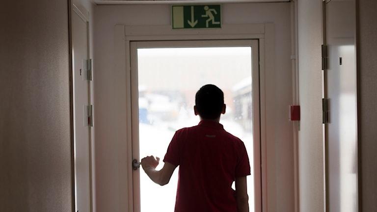 الأطفال واليافعين يضطرون للعيش في الخفاء خشية ترحيلهم عن السويد