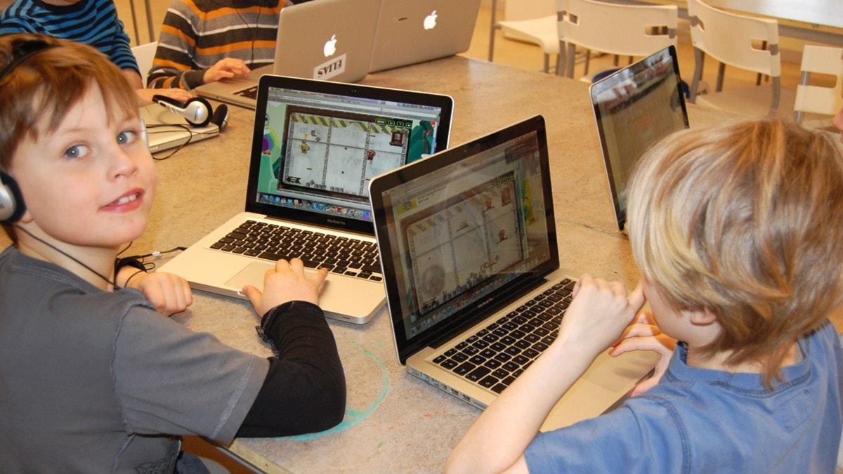 Tietokoneet ovat arkipäivää Gripsholmsskolanissa. Kuva/Foto: Jorma Ikäheimo/Sveriges Radio Sisuradio.