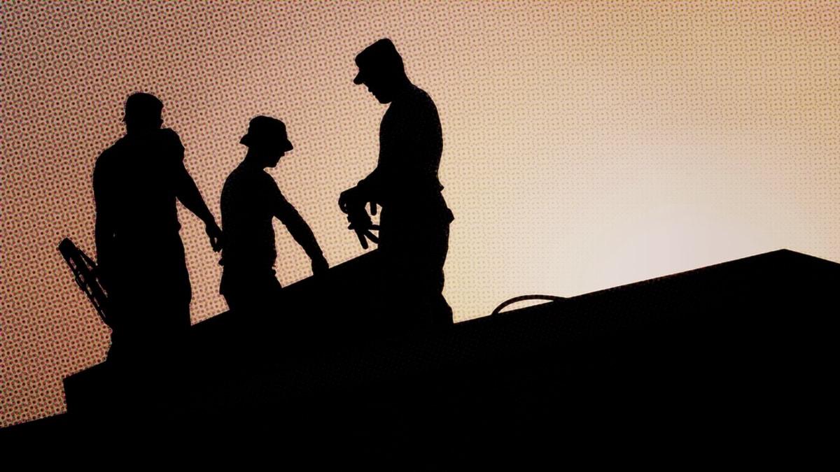 Byggnadsarbetare i silhuett