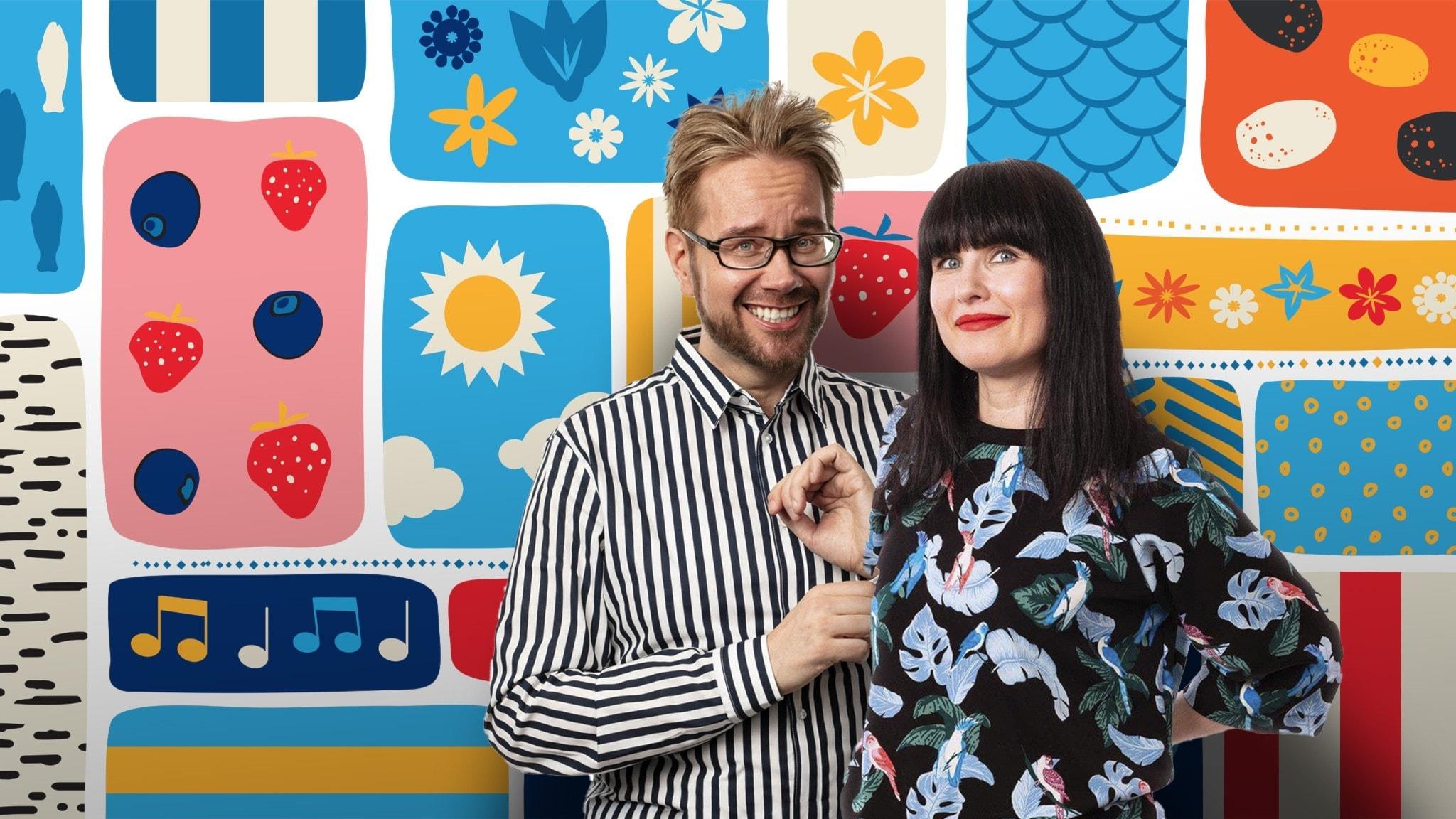 Programledarna Erkki och Hanna framför en färgglad somrig bakgrund.