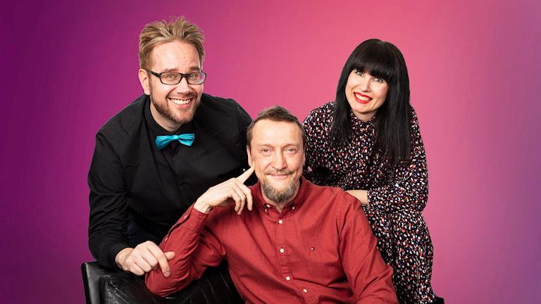 Ajankohtainen ja viihteellinen aamushow, joka kertoo tärkeimmät uutiset ja puheenaiheet Ruotsista, Suomesta ja maailmalta.