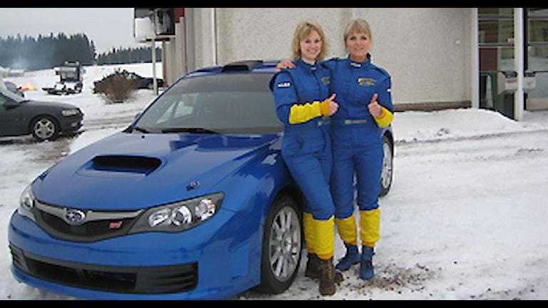 Miriam Walfridsson och Ramona Karlsson. Foto: ramonamotorsport.com