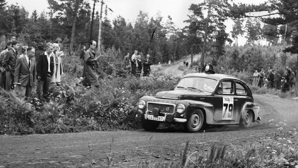 19610614 - Midnattssolsrallyt med ekipage nummer 79 som körs av Gunnar Andersson. Foto: Reportagebild/TT