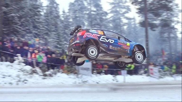 Eyvind Brynildsens bil i luften