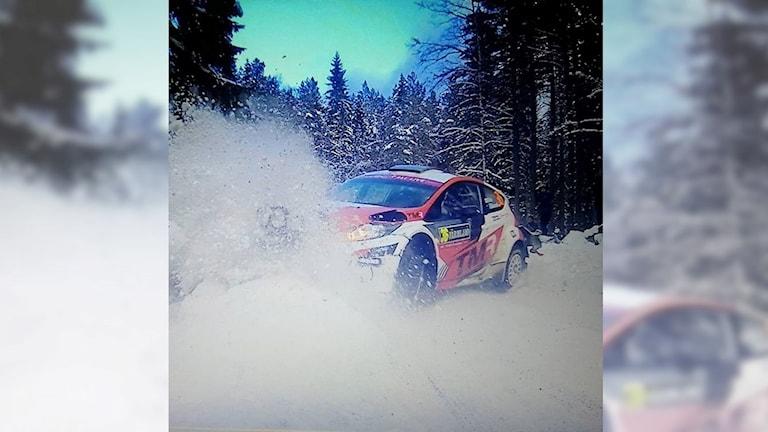 WRC2-förare ute i snövallen.