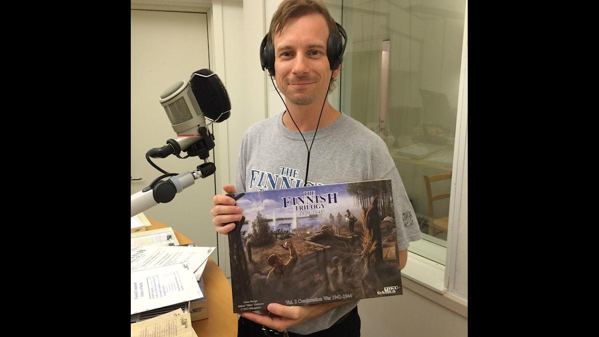 Pelikehittäjä Mikael Grönroos. Foto: Jarmo Mänty, Sveriges Radio