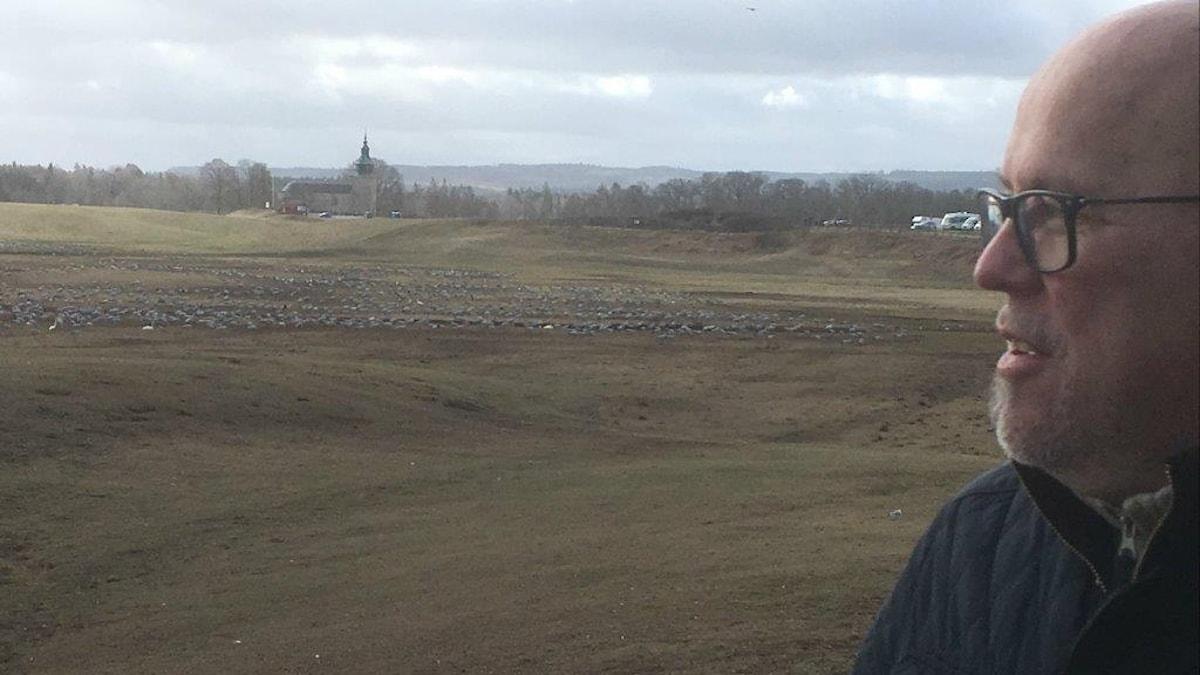 Jan Ekman asuu lähellä Hornborga-järveä ja käy siellä usein katsomassa lintuja.