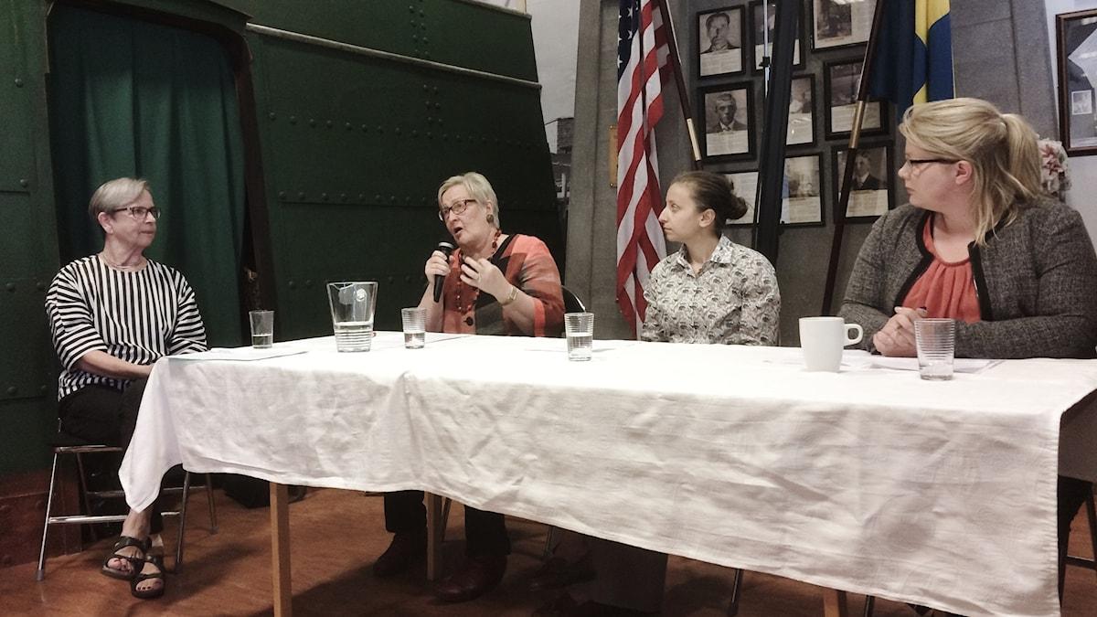 Paneelikeskustelussa vasemmalta Inkeri Lamér, Merja Heed, Mariya Voyvodova ja Petra Palkio