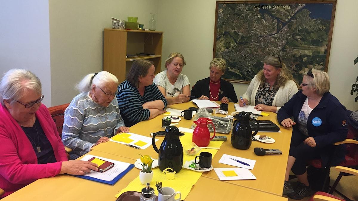Norrköpingin kunnan Suomi 100-juhlaryhmä kokoontui suunnittelemaan.