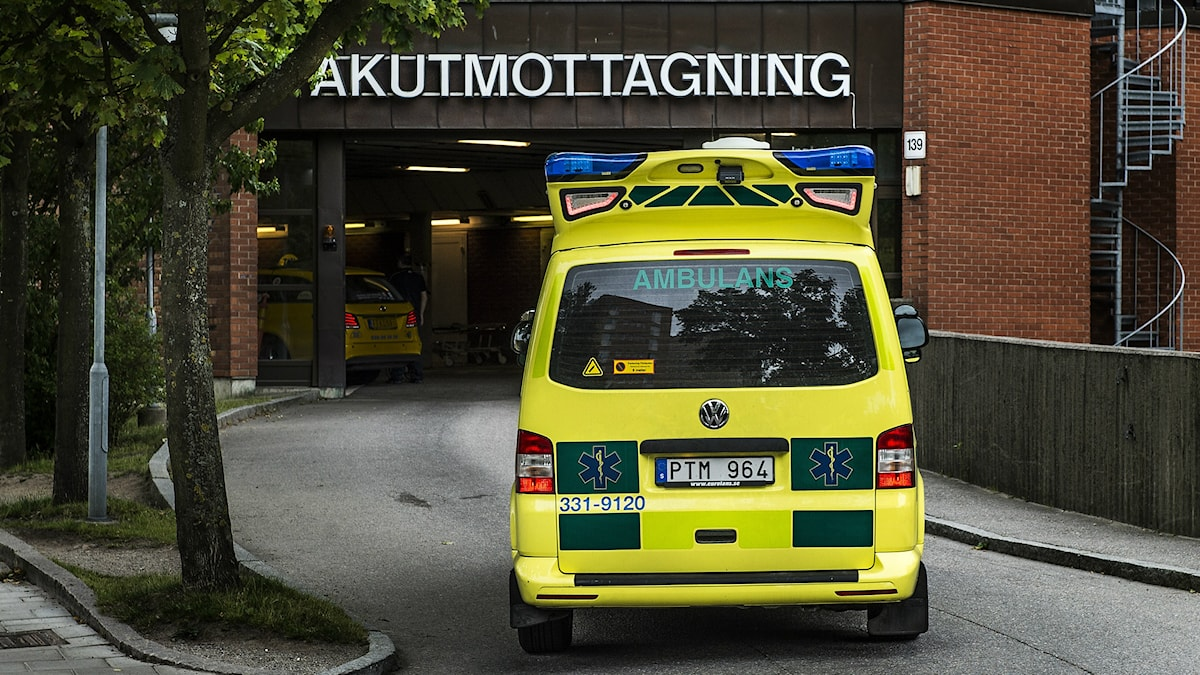 Ambulanssi ajaa ensiapua kohti. Foto: Foto: Tomas Oneborg / SvD / TT