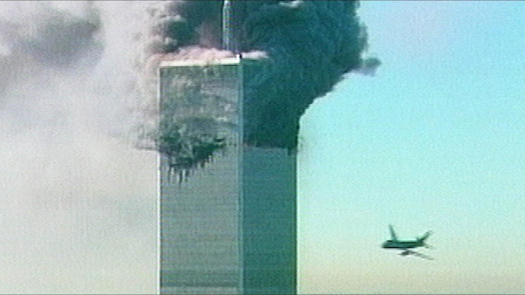 Det andra planet på väg in i World Trade Center.