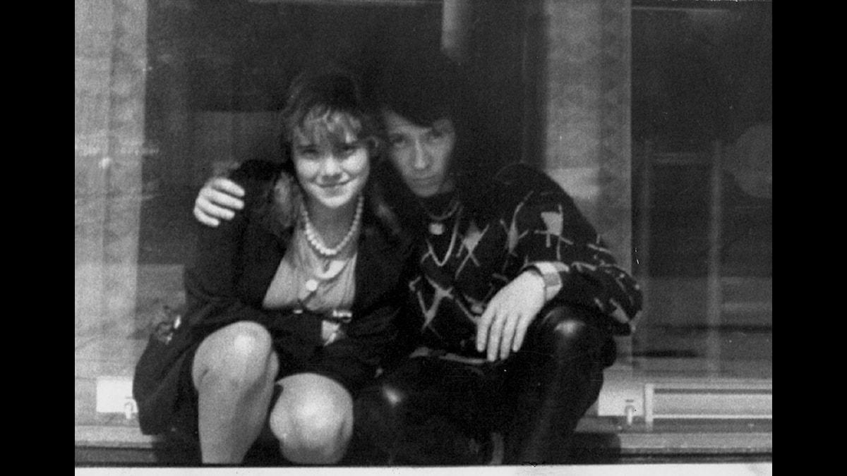 (ARKIV 1988) Juha Valjakkala, dömd till livstids fängelse för trippelmordet i västerbottniska Åmsele 1988, har rymt från fängelset i Joensuu i östra Finland. Rikslarm har gått ut i Finland efter rymlingen. Klockan 18.00 i fredags skulle han ha varit tillbaka efter en två dagar lång obevakad permission, men han kom inte. Bilden: Juha Vakjakkala och flickvännen Marita. COPYRIGHT SCANPIX SWEDEN