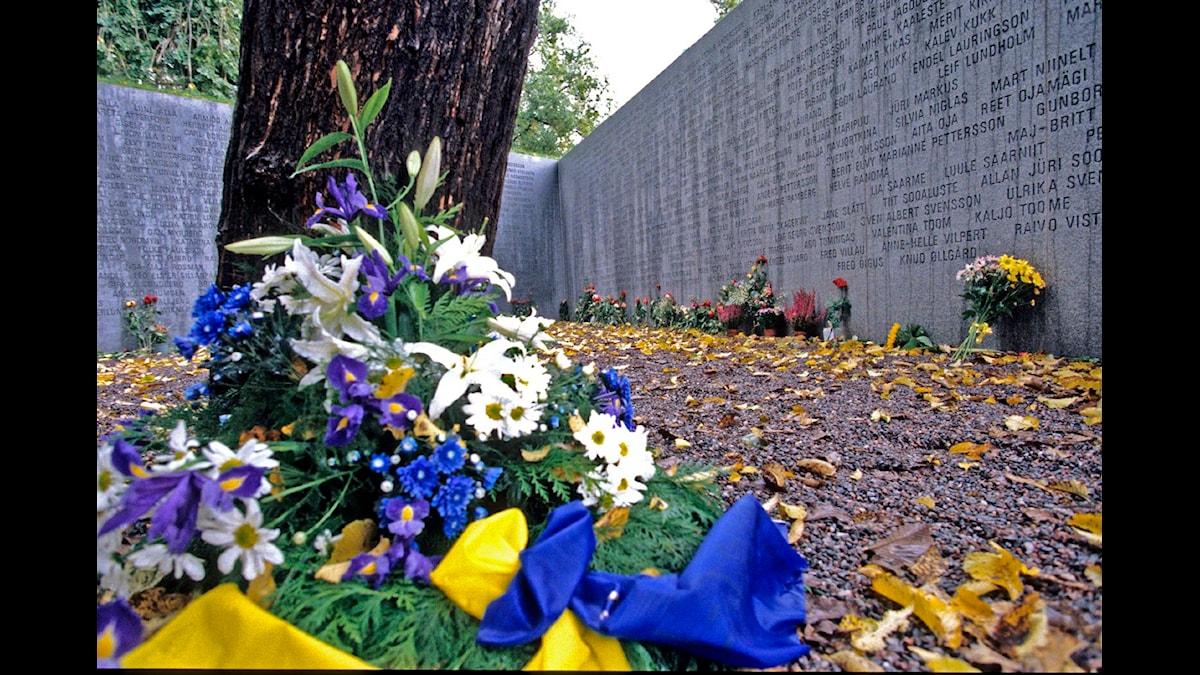 Estoniamonumentet vid Galärkyrkogården på Djurgården  i Stockholm, minnesplats med namn. Foto: SVT BILD