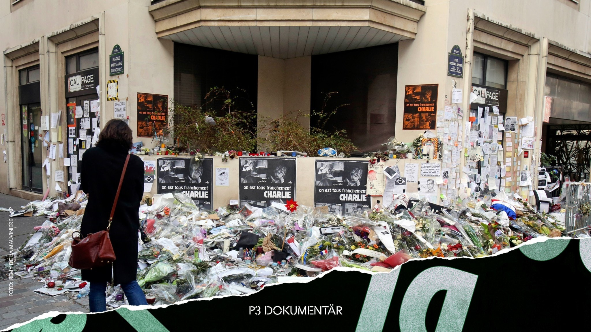 Blommor vid Charlie Hebdos redaktion.