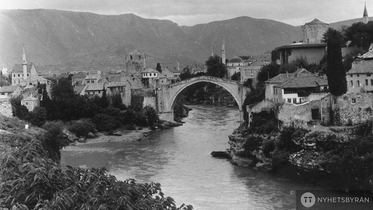 Den legendariska bron Stari Most som förstördes under kriget. Foto: Pressens Bild/TT
